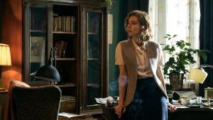 Vanessa Kirby som Ada Brooks i filmen Mr Jones.