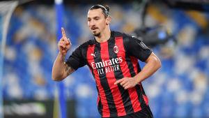 Zlatan Ibrahimovic firar ett mål i AC Milans tröja.