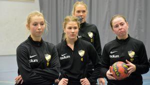 Sylvia Jokinen (19), Ellen Norrgrann (4), Ingrid Lindbom (2), Linda Sipola (17), november 2017.