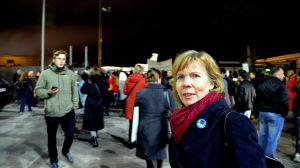 Demonstranter vid flygplast.