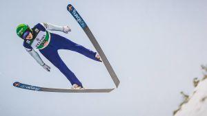 Eero Hirvonen hoppar.