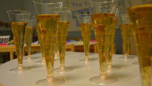 Champagneglas med saft.