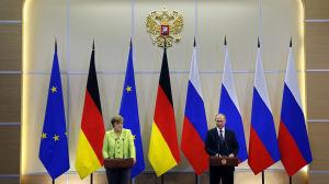 Angela Merkel och Vladimir Putin på presskonferens i Sotji.