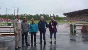 Ingemar Sundelin, ordförande för organisations kommitten, Ove Damen, ansvarig för säkerheten, Inger Nabb, tävlingsledare, Lalle Broberg, generaldirektör och Kenneth Norrgård som sköter kontakterna utåt.