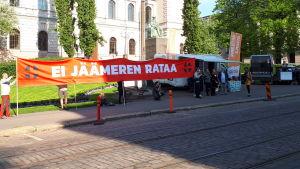 Demonstranter utanför Ständerhuset