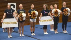 FunShine Cheerleaders från Borgå övar inför tävling.