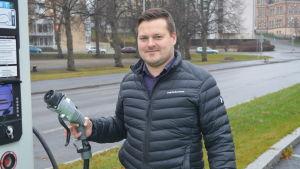 Simon Sandvik säger att man klarar sig bra med en elbil under vintern.