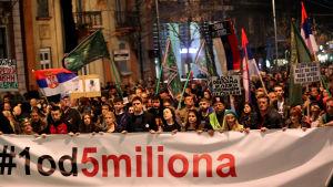Opposotoinsaktivister i Serbien kräver fria medier och en fungerande demokrati.