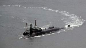 USS Michigan närmar sig marinens bas i Busan i Sydkorea den 25 april 2017.