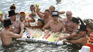 Nyårsbadare i Genèvesjön.