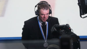 Raimo Helminen i tv-intervju.