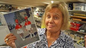 Sussi Lindström med bildfynd.