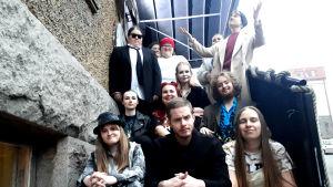 Hamlet-ensemblens ensemble inför gen repet. 2019.