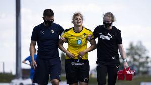 Gentjana Rochi fick ledas av planen skadad men kunde fortsätta spela efter att ha fått behandling.