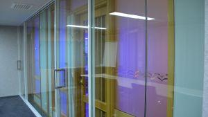 Antibakteriell belysning i ett av kommunens arbetsrum i Sibbo