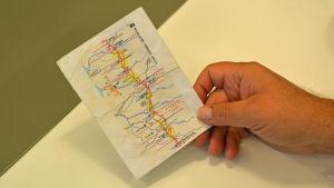 Papperslapp med en karta på.