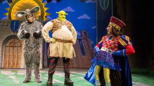 Foto från Helsingfors stadsteaters uppsättning av musikalen Shrek.