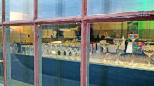 Fönster till en restaurang