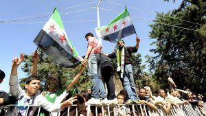 Protester mot Syrienregimen i flyktingläger i Turkiet.