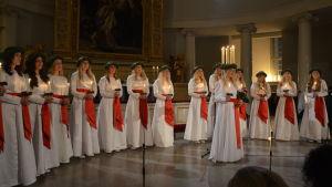Vanessa Eriksson sjöng bland annat sångerna Var inte rädd för mörkret och Himlen i min famn.