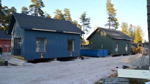 Två nybyggda små egnahemshus.
