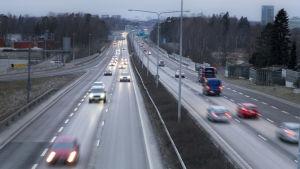 Morgonrusning på Västerleden.