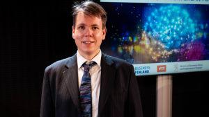 Porträtt på Juha Vartiainen som är operativ chef på IQM.