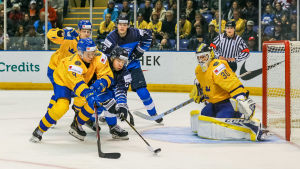 Sverige besegrade Finland med 2–1.
