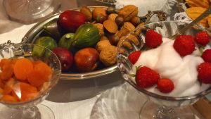 Nötter och frukter på kaffebrodet i Borgå museum.