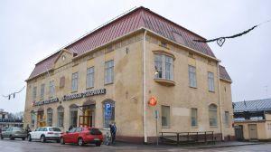 östnylands andelsbank sålde fastigheten vid krämaretorget till lamor