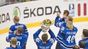Mikael Granlund lyfter VM-bucklan 2011.