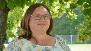 Läkaren Michaela Raivio är oroad för avloppsläckan i Metviken i Vasa.