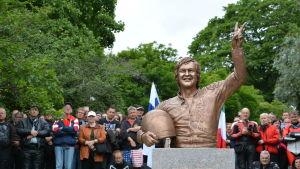 Statyn av Jarno Saarinen.