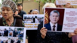 Pensionärer i Bisjkek demonstrerade i fjol för den fängslade förre presidenten Almazbek Atambajev.