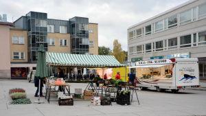 Torgförsäljning på Ekenäs torg.