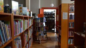 Bild tagen i Lovisas bibliotek, som nu är stängt på grund av mögel.