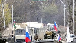 Omkring 2 000 ryska soldater ska garantera säkerheten i landkorridoren mellan Armenien och Nagorno-Karabach.