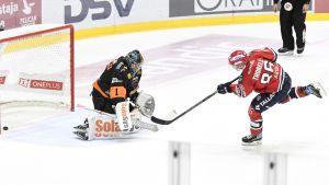 Erik Thorell gör mål.