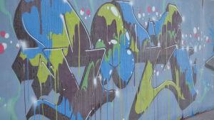 Graffiti på konststaket i Myrbacka