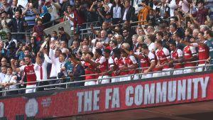 Arsenal jublar över segern över Chelsea i Community Shield-matchen.