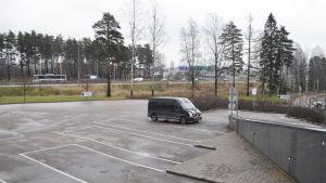 parkeringsplats utanför hotell Flamingo där tillbygge planeras