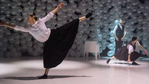 Dansare i verket Ennen viimeisiä ajatuksia