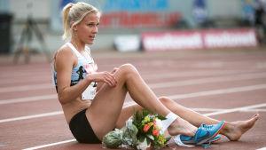 Camilla Richardsson sitter efter målgång.
