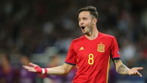 Saul Niguez i Spaniens U21-landslag firar ett mål.