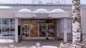 Ingången till Borgå sjukhus.