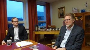 Kanslichef Jussi-Pekka Jutila och stadsdirektör Jouko Mäkinen i Hangö