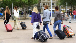 Turister i stadsdelen La Barceloneta i Barcelona.