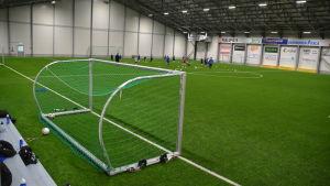 Fotbollsmål i hall.