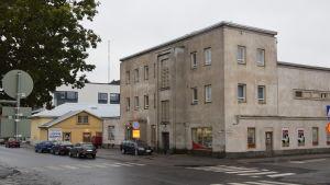 Ett hus i Karis där bio Pallas finns.