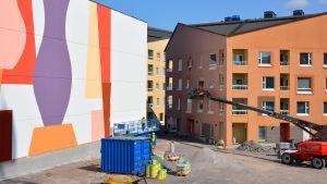Väggmålning på parkeringshus.